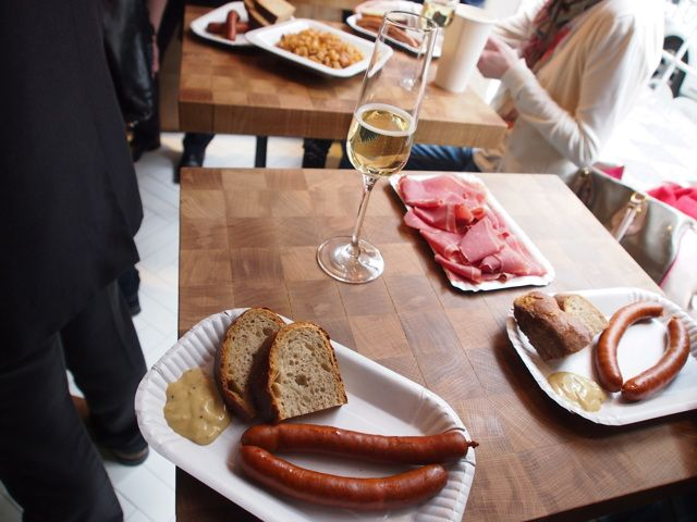 Klobása = Sausage. Usually served with mustard and Czech bread. Sometimes comes with extra side of horseradish or ketchup. From Naše Maso (nasemaso.ambi.cz/en/). #CzechFood