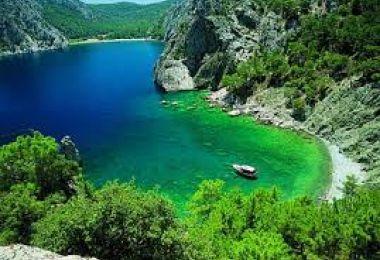 Antalya'nın  görülmesi gereken ilçelerinde Kumluca, Antalya'ya 95 km mesafede. Görülecek tarihi ve doğal güzellikleri ayrıca Papaz Koyu görülmeye değer. #Maximiles #Turkey #Türkiye #deniz #plaj #denizmanzarası #gezilecekyerler #gidilecekyerler #koylar #plajlar #doğa #doğamanzarası #doğamanzaraları