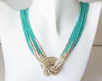 Collar de turquesa y oro, collar de abalorios de semillas, collar de nudo color turquesa, verde azulado y oro, cuentas de collar, gargantilla, collar multistrand, aqua