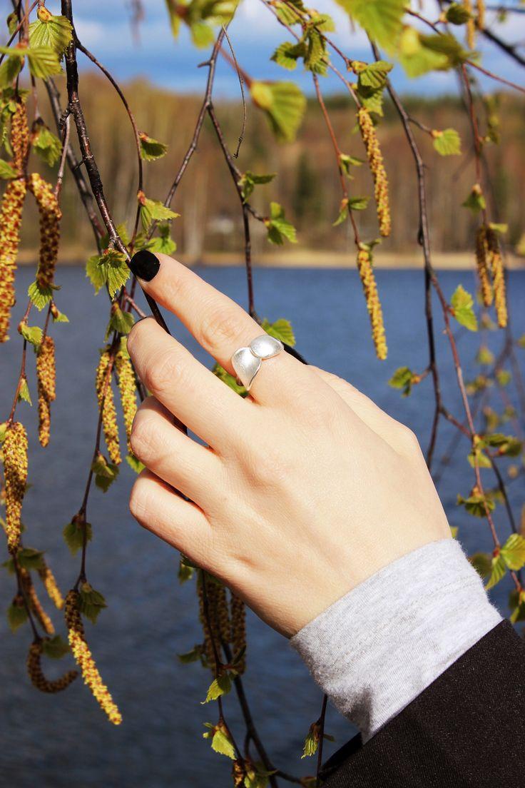 Nuppu ring. by Chao & Eero. #chaoandeero #finnishdesign #finland #koivu #kultahippu