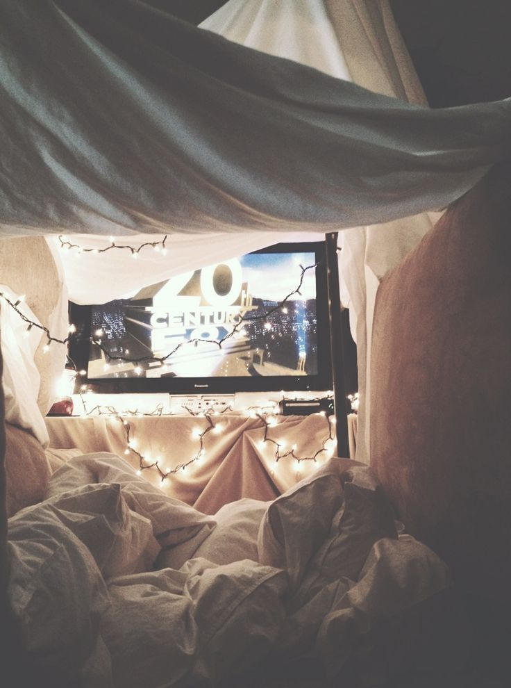 obsessed with forts and lights, can't wait to make one some day!