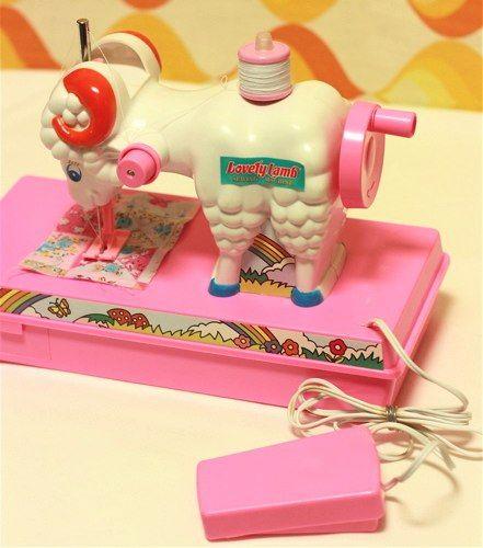 Lovely lamb sewing machine. ひつじミシン。可愛いけど、よく考えたらすごくシュール。