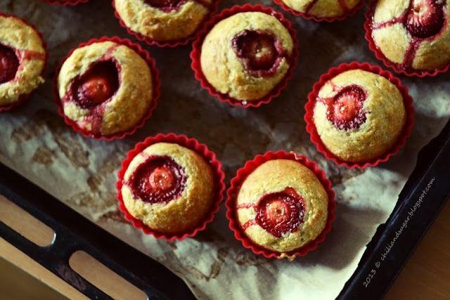 chili & sugar: muffinki z truskawkową niespodzianką. bez tłuszczu i cukru!