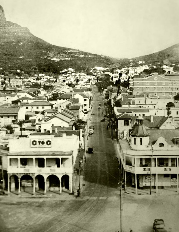Kloof Street,Cape Town, 1942. | Photo: Fay Lea.