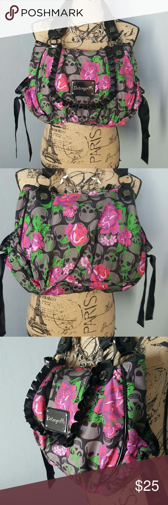 Betsey Johnson Floral and Skull Purse Amazing purse!!! In great condition. Only used a handful of times. Betsey Johnson Bags Shoulder Bags