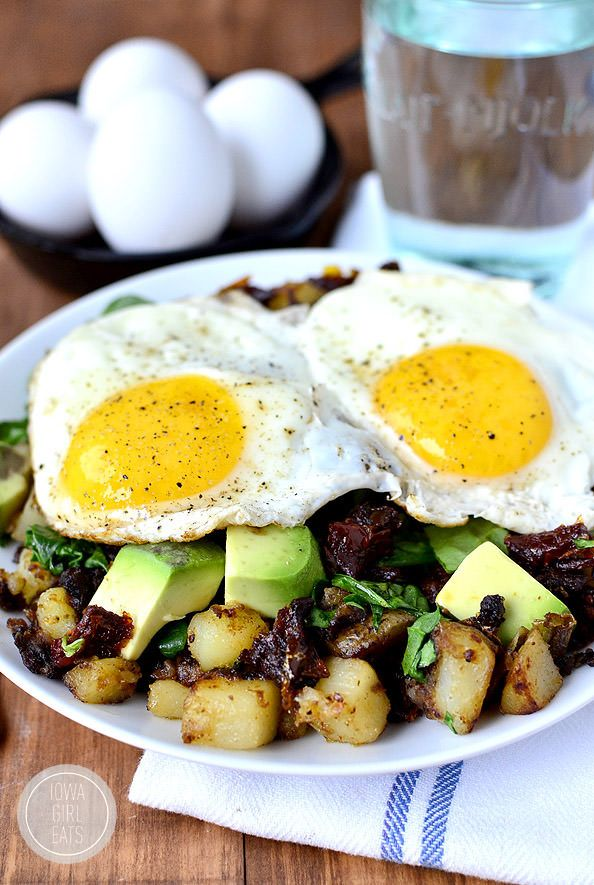 Spinach, Avocado and Sun-Dried Tomato Home Fries Skillet is light and healthy yet perfectly filling. | iowagirleats.com