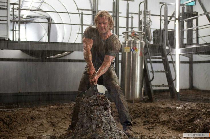 """Крис Хемсворт в роли Тора,""""Тор"""" / Chris Hemsworth, """"Thor"""" (реж. Кеннет Брана, США, 2011) #тор #хемсворт #брана #фильм"""