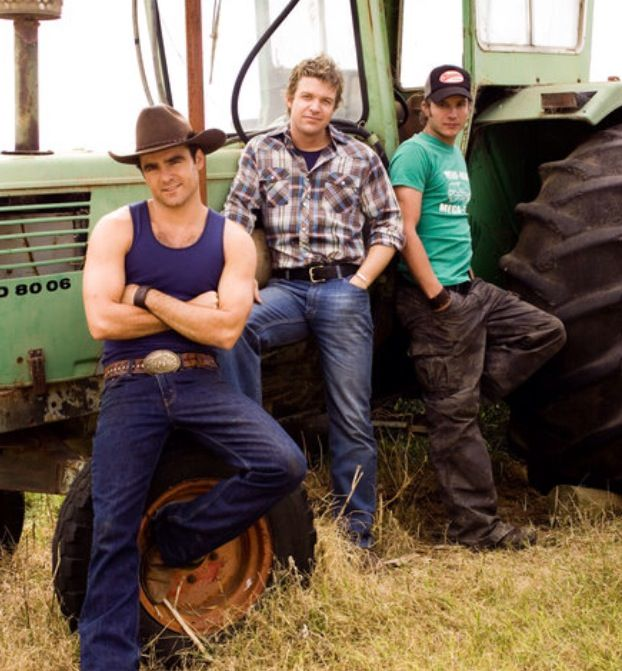 Marcus , Riley and Patrick behind the scenes McLeods Daughters / Matt Passmore, Dustin Clare, Luke Jacobs