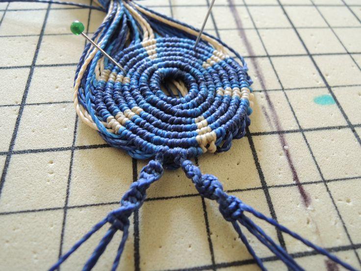 Collier aztèque en micro macramé en cours de création Cha'perli'popette - créatrice belge de bijoux artisanaux https://www.facebook.com/chaperlipopettebijoux http://www.alittlemarket.com/boutique/cha_perli_popette-951481.html