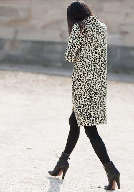 black & white leoLeopards Coats, Fashion Shoes, Snow Leopards, Emmanuel Alt, White Leopards, Street Style, Black White, Leopards Prints, Animal Prints