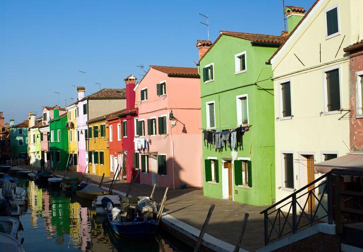 De meeste muurverf voor buitenmuren zijn in vele kleuren te mengen. De meest gebruikte kleuren zijn de kleuren uit de RAL en de NCS waaier.
