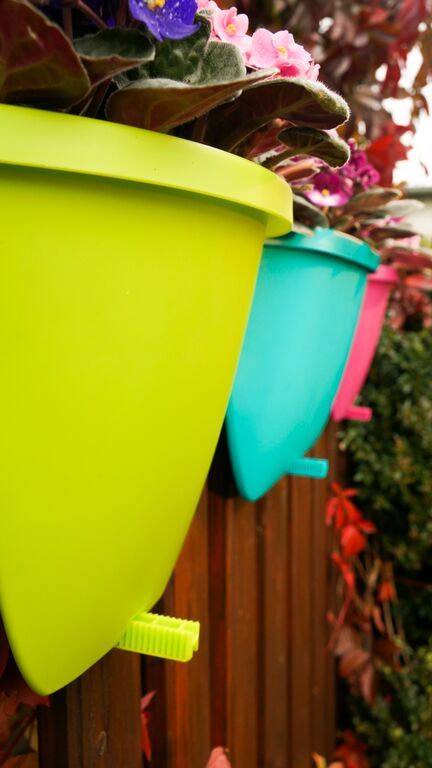 Balconia OVI - railing pot with peg securing the planter in the right place.