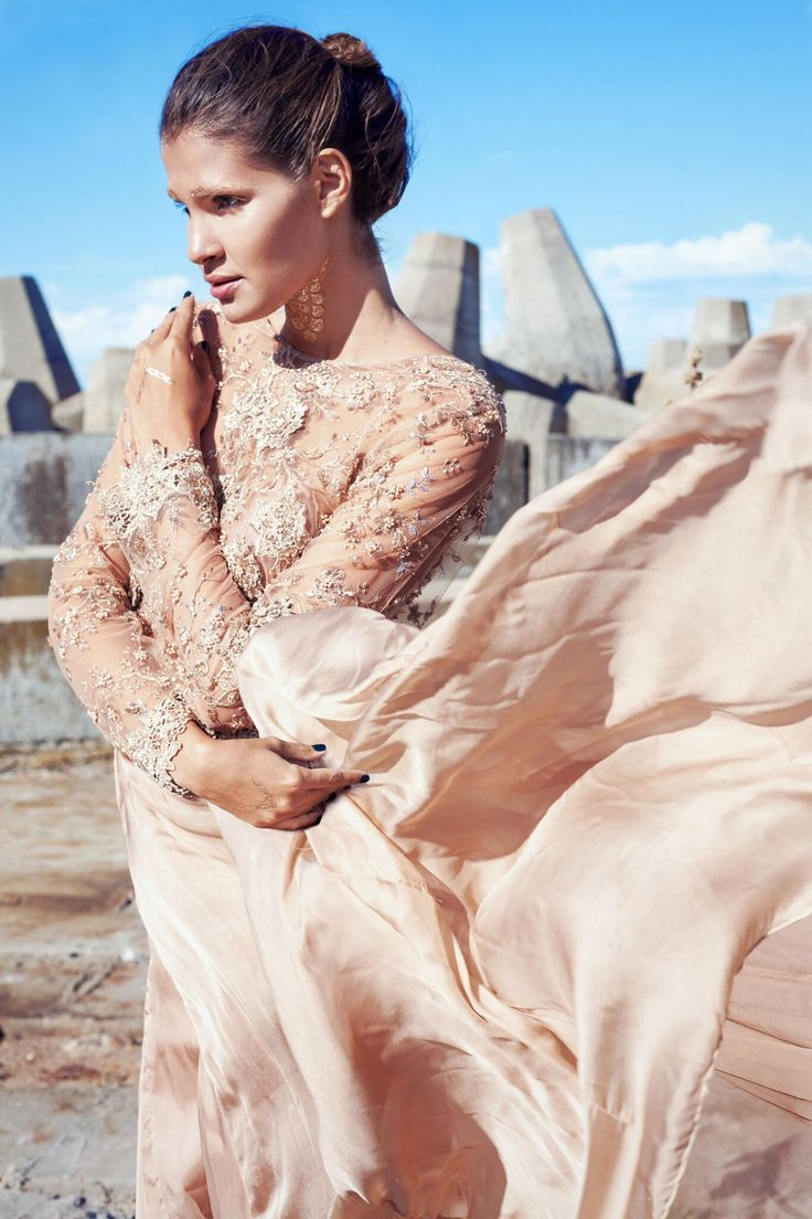 Embroidery Beaded bodice. Boat neck and low back. Silk chiffon full circle bottom. Model: Andrade Camilla Photo credit: Ashley Marie foto