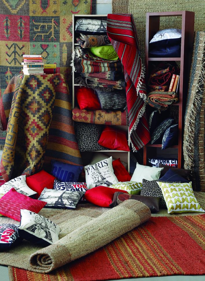 Las alfombras entregan calidez a los espacios. ¡Elige la tuya y prepárate para el invierno!  http://www.easy.cl/especial-easy-bazar   #Invierno #Alfombra #Colors#Cojines #EasyBazar  #CambiaViveMejor #Easy #TiendaEasy