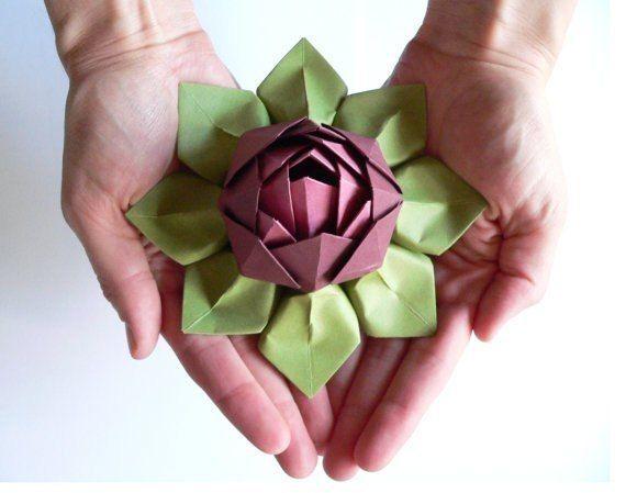 Flor de lótus em origami decora com primor qualquer espaço