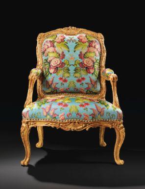 Important fauteuil la reine en bois sculpt et dor d for Meuble foliot
