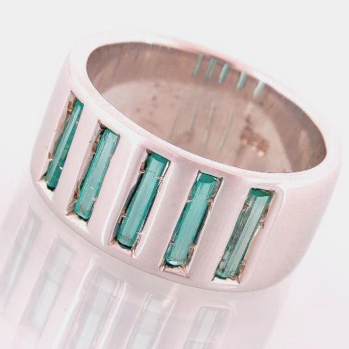 Argolla en plata 950 con 5 esmeraldas talla baguette en paralelo (Talla 7 ½ US). RES011 Precio COP $790.000.  Contactanos www.makla.co. Ring / Colombian Emeralds / Sterling Silver