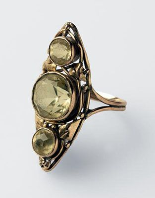 Rhoda Wager: Three-stone paste and gold ring - Gallery of New South Wales collection