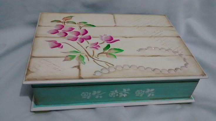 Caixa Porta Jóias Turquesa com Flores | jupi artes - pintura e decoupagem em mdf | Elo7