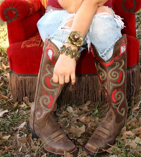 Gypsy cowgirl boots!!! LOVEEE them!!! <3