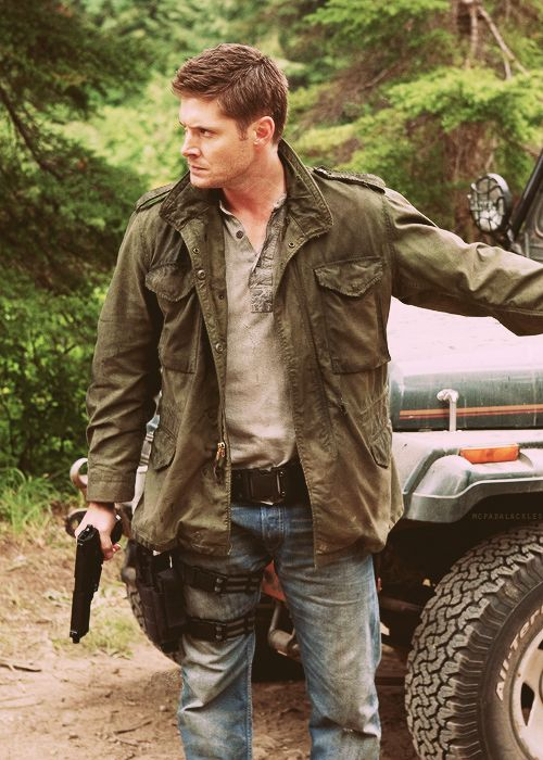 Dean Winchester | Jensen Ackles | Supernatural 5.04 The End | thigh holster and angry Dean! *drool*
