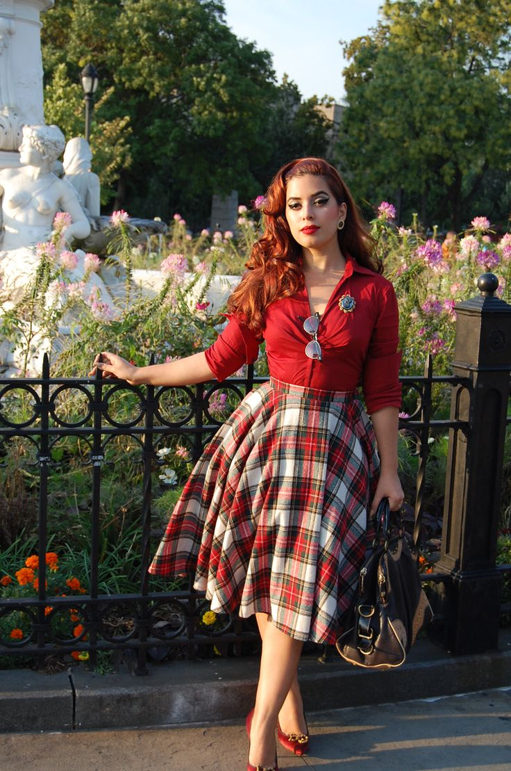Tartan knees skirt and red shirt ! lovely vintage style