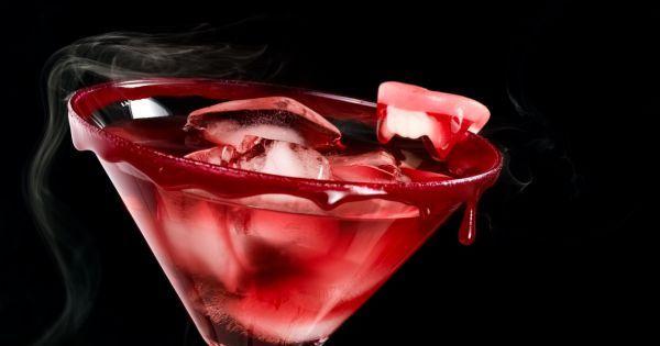 Ce vendredi 31 octobre au soir, on fêtera les morts avec un cocktail couleur sang. Son nom ? Le Bloody Tonic. Brrr....