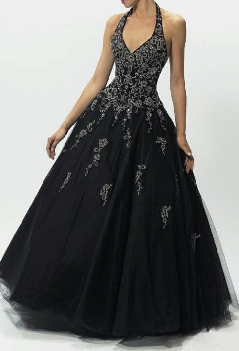 Black gothic dress. Love the dress, not sure I like the halterneck though, think it would be better strapless. Still pretty, anyhow :D