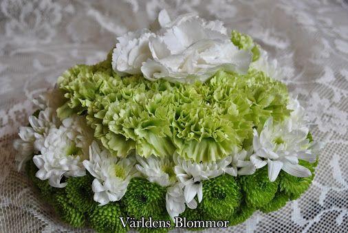 Sorgdekoration, sorgbukett, handbukett, gravdekoration. Världens Blommor i Landskrona Vi levererar till Ven också 0418651159 www.varldensblommor.se