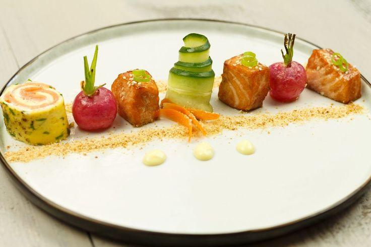 Wil je indruk maken met een mooi voorgerechtje zonder uren in de keuken te staan? Zie hier een voorgerecht van zalm dat in een mum van tijd op tafel staat!