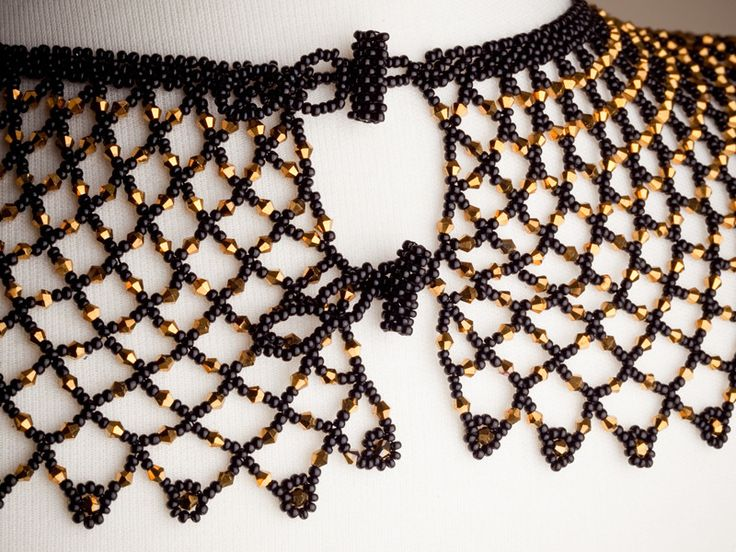 The elegant Clasico necklace is handmade by the women of the La Mega cooperative in Ecuador. This piece is a timeless classic, mixing midnight black beads with stylish gold beads. It is the perfect ac