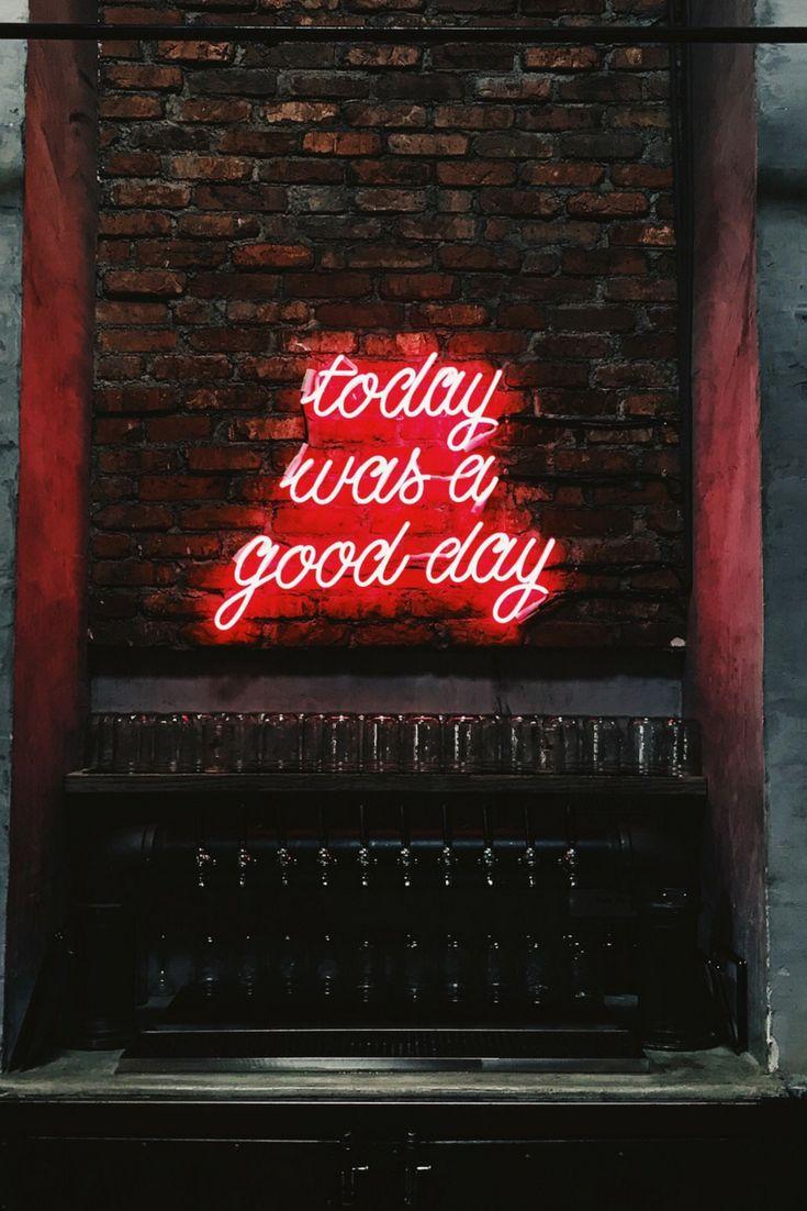 Fondo de pantalla con frase. Fondo de pantalla original. Motivational background. Motivational wallpaper. Fondo de pantalla quotes. Fondo de pantalla motivacional. Neon, fondo de pantalla neon, frases neon. Today was a good day.