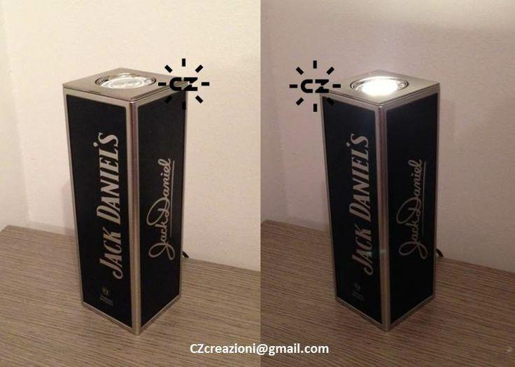 LampAlcool Frame Cornici argentate riempite di  nera luce abbacinante.