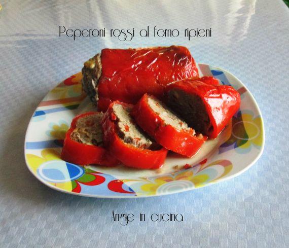 Peperoni rossi al forno ripieni