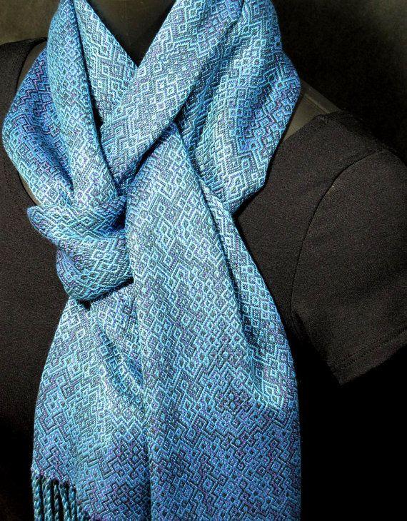 beautiful handwoven scarf Beautiful, but bambu is not warm in the wind