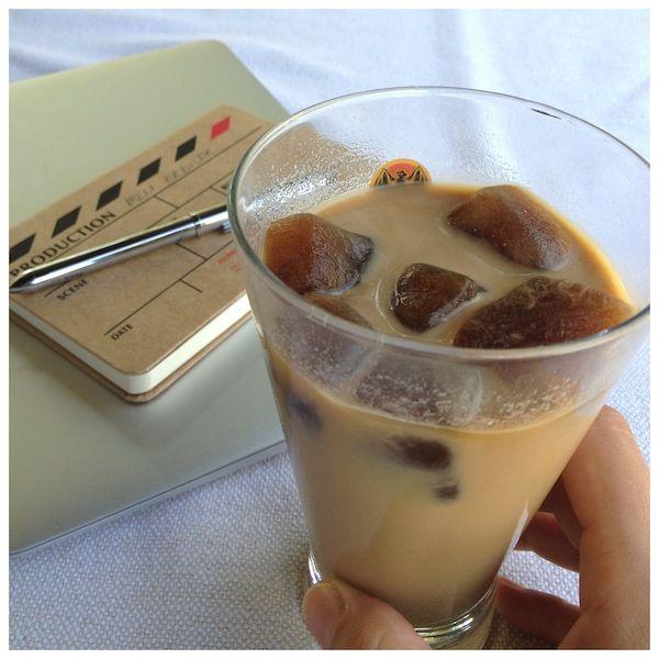 Bu tarif sadece benim için. Hak ettim ama :) Şimdi ben kahvenin her çeşidini çok seven bir insan olarak ne zamandır buzlu kahve tarifi arayışındaydım. Granül kahveyi soğuk su ile hazırlayıp üzerine…