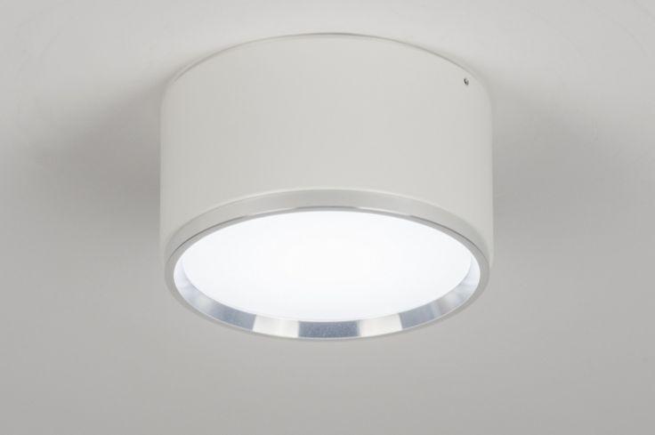 art 72409 Opvallende, mooie led plafondlamp uitgevoerd in een strak, modern design. Deze spot voor aan het plafond is gemaakt van aluminium en heeft een mat witte kleur.  https://www.rietveldlicht.nl/artikel/plafondlamp-72409-modern-design-wit-mat-aluminium-kunststof-rond