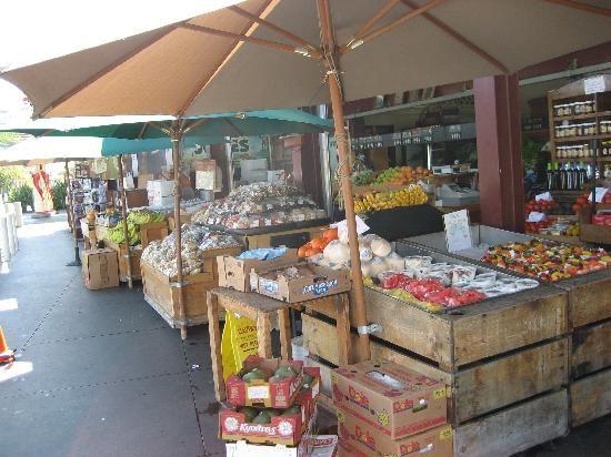 LA - EAT: Walk around the Original Farmers Market #LoveYourCityMore https://www.facebook.com/GiltCity/app_254553244581393