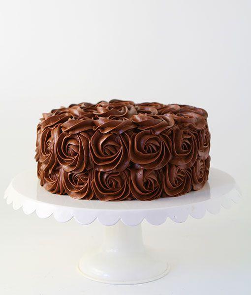 whipped chocolate buttercream frosting ~ http://iambaker.net