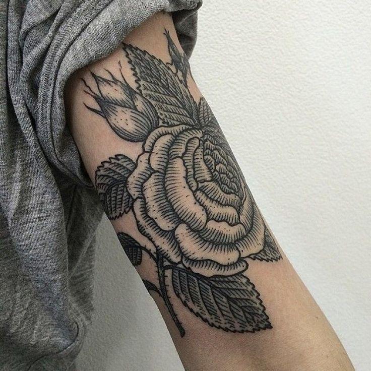 Tatouage Fleur Noire et Gris Bras Homme Tc5r400