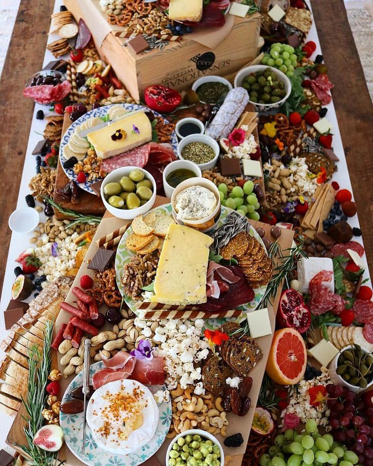 Friday is a grazing table kind of day! This hearty spread is brought to us by @yourplattermatters