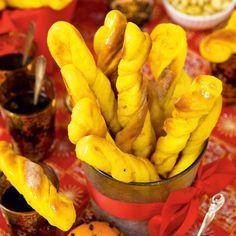 Apelsin och saffran är smaker som förenar sig gudomligt väl. Fyllda med apelsinsmör blir dessa saffranspinnar utsökta till varm glögg.