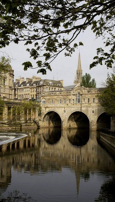Pulteney Bridge, in one of my favourite cities ~ Bath, England Photo by Michael Maggs