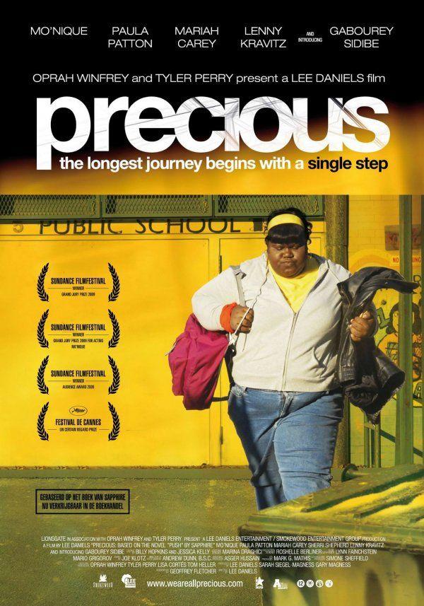 Precious de Lee Daniels (2009) Clareece 'Precious' Jones (Gabourey Sidibe) es una adolescente negra y obesa de Harlem cuya madre (Mo'Nique) la maltrata constantemente. No sabe leer ni escribir y, cuando se descubre que está embarazada, es expulsada de la escuela. A pesar de todo, la directora del centro la inscribe en una escuela alternativa para que intente encauzar su vida. Su nueva profesora (Paula Patton) es la primera persona que confía en Precious y la trata con respeto. (FILMAFFINITY)