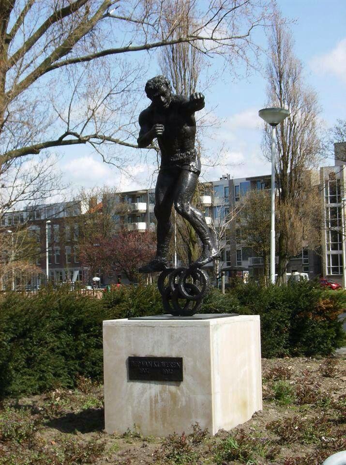 Mijn stad Rotterdam / Crooswijk .... Standbeeld Bep van Klaveren ... MG ....