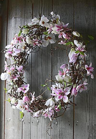 Staaldraad met krulhazelaar versieren met echte magnolia en bloemen van zijde