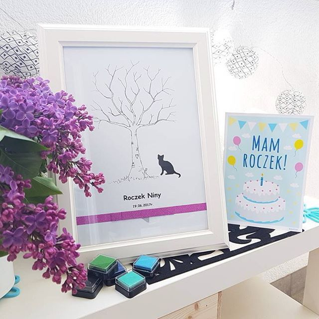 """Nasza karta urodzinowa """"Mam roczek"""" w doborowym towarzystwie drzewka na odciski palców ✌❤ . Lubimy hand made @seaside_design  . #kartydozdjec #polskieprodukty #handmade #pomyslnaprezent #wyprawkadlamalucha #roczek #imprezkaurodzinowa"""