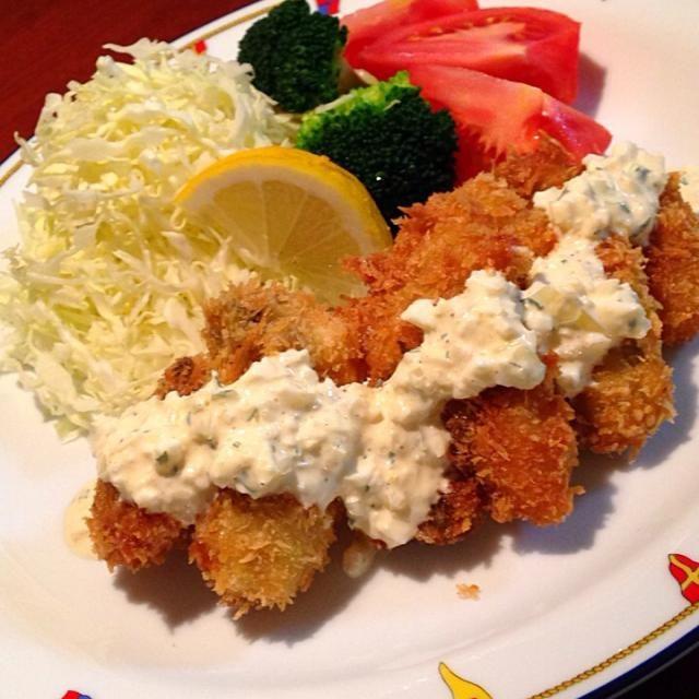 ゆりえさん今日は大粒の牡蠣に出会えたので!ようやく作ることができましたー( ノ゚∀゚)ノ  すごい本当に牡蠣が縮まない!しかも軽くてふっくら美味しい〜うちの旦那も大絶賛でした!これからはこの作り方にに決定です❗️(人´∀`*)  目からウロコのレシピをありがとうございました✨✨✨ - 176件のもぐもぐ - ゆりえさんの料理 パパ大絶賛✨牡蠣フライ by happyhana