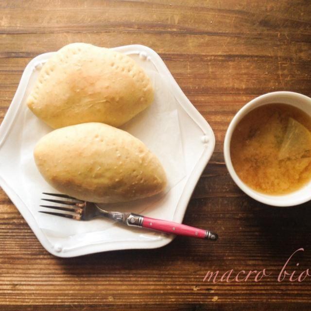 全粒粉を使ったグラタンパン。 野菜たっぷり、豆乳でソースを作り中に投入。 大根の味噌スープと一緒に頂きました♪ - 21件のもぐもぐ - ♪マクロビ♪豆乳のグラタンパン by koumei19