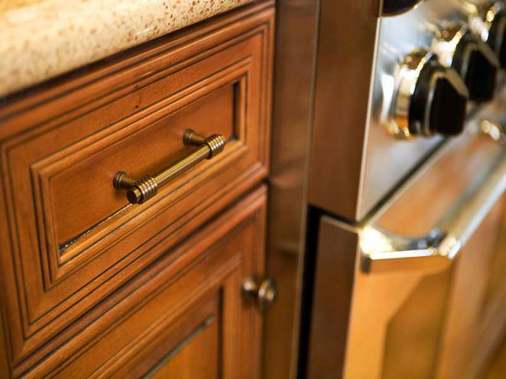 Kitchen cabinet pulls and knobs bronze pull kitchen for Cabinet hardware trends